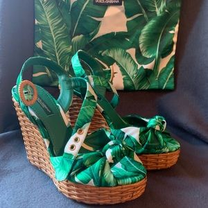 AUTHENTIC Dolce and gabanna rattan and leaf wedge